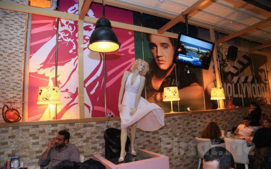 Boğaz ve Kız Kulesi Manzarası Eşliğinde Salacak Cafe Hollywood City'de Leziz Akşam Yemeği