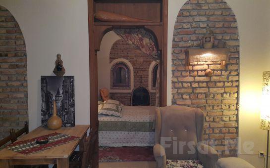 Sapanca Atlı Köşk'te Standart Oda veya 1 + 1 Bahçeli ve Şömineli Evlerde Ailenizle Birlikte Konaklama + Kahvaltı Keyfi!