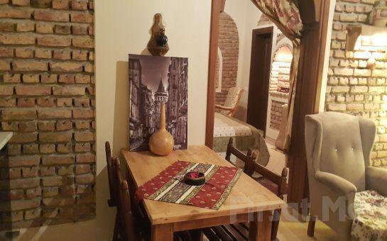 Sapanca Atlı Köşk'te Standart Oda veya 1, 1 Bahçeli ve Şömineli Evlerde Ailenizle Birlikte Konaklama, Kahvaltı Keyfi