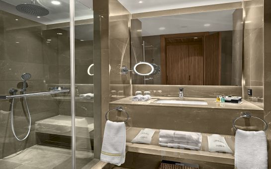 Güneşli Divan Suites İstanbul GPlus Otel'de 2 Kişi 1 Gece Konaklama, Kahvaltı, Kapalı Havuz, Sauna, Türk Hamamı Kullanımı (Bayramda Geçerli)
