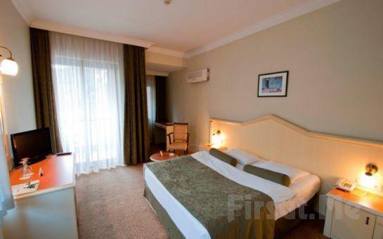 Spilos Hotel Manisa'da 2 Kişi 1 Gece Konaklama ve Kahvaltı, Akşam Yemeği Seçeneğiyle