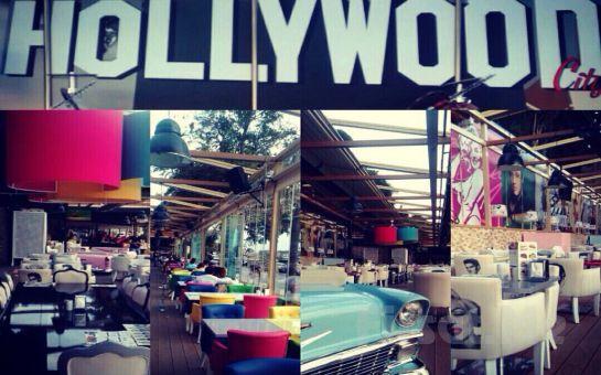 Üsküdar Cafe Hollywood City'de Canlı Müzik Eşliğinde Leziz Yılbaşı Menüsü + Limitsiz Eğlence!