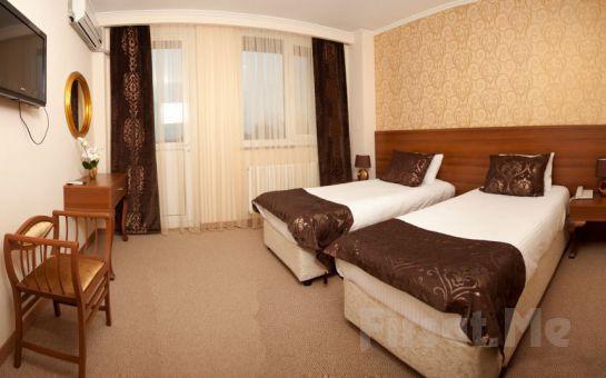 Sarıçamlar Turizm'den Kartepe Park Hotel'de Muhteşem Yılbaşı Yemeği ve Konaklama Fırsatı!