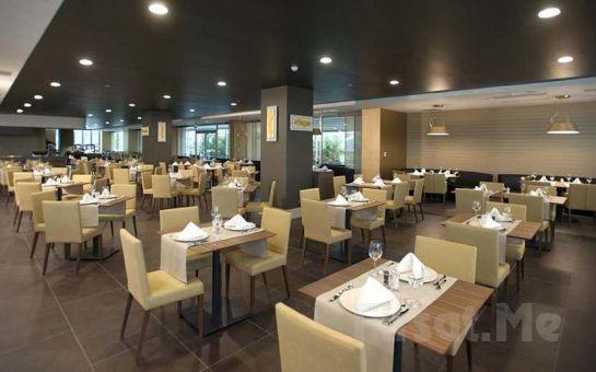 Maltepe Cevahir Hotel İstanbul Asia'da 2 Kişi 1 Gece Şehir veya Deniz Manzaralı Odalarda Konaklama, Kahvaltı, SPA Kullanımı