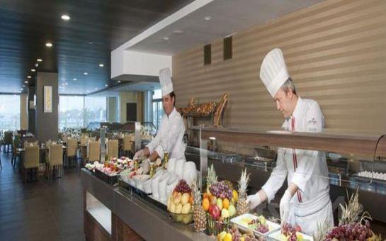 Maltepe Cevahir Hotel İstanbul Asia'da 2 Kişi 1 Gece Kara veya Deniz Manzaralı Odalarda Konaklama, Kahvaltı, SPA Kullanımı
