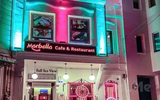 Deniz Manzaralı Sultanahmet Marbella Cafe Restaurant'ta 2 Kişilik İçki Dahil Testi Kebabı veya Karışık Izgara Menüleri!