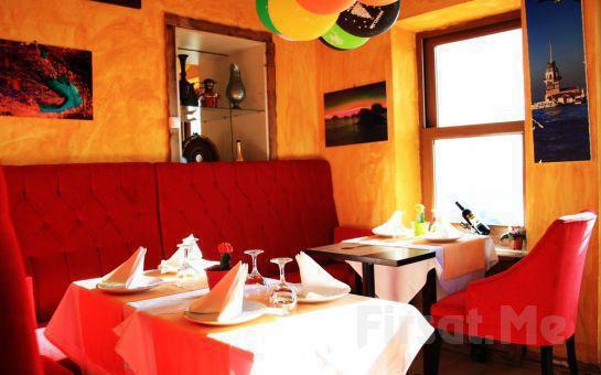 Deniz Manzaralı Sultanahmet Marbella Cafe Restaurant'ta 2 Kişilik Bira veya Şarap Menüleri!