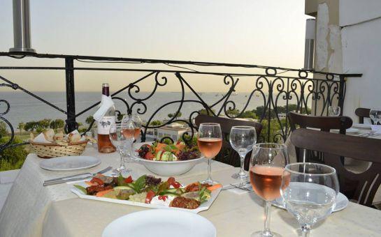 Deniz Manzaralı Sultanahmet Marbella Cafe Restaurant'ta 2 Kişilik Bira veya Şarap Menüleri