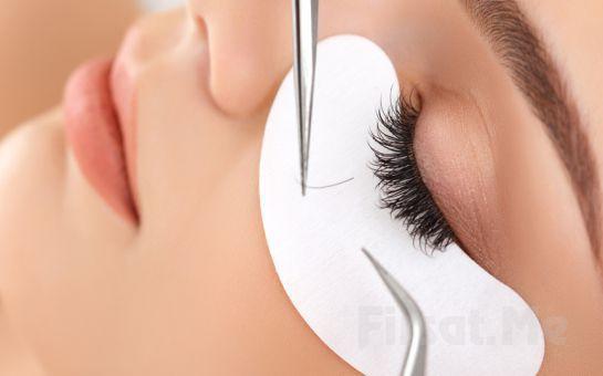 Etkileyici Bakışlar İçin Beyoğlu Point Saç Tasarım'da İpek Kirpik veya Kirpik Perması Uygulaması