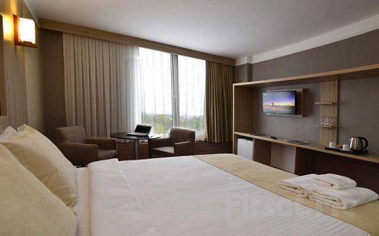 Life Port Hotel Gebze'de Standart Oda veya Bungolavlarda 2 Kişi 1 Gece Konaklamalı Sınırsız İçki Dahil Sevgililer Günü Kutlaması!