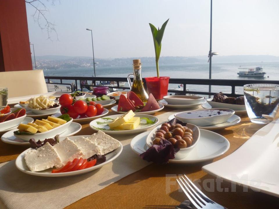Boğaza Sıfır Beykoz Deep Blue Restaurant'ta Sınırsız Çay Eşliğinde Zengin Kahvaltı Tabağı Fırsatı!