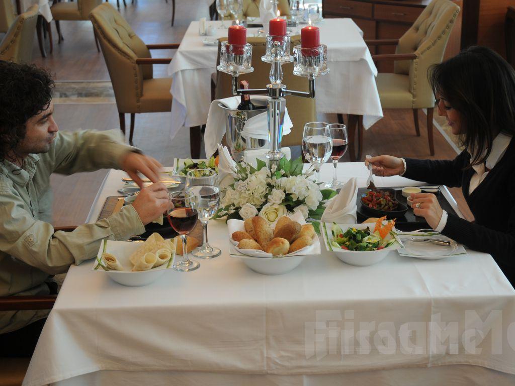 Bayramoğlu Paradise island Otel'de Leziz Keyifli Akşam Yemeği Fırsatı!