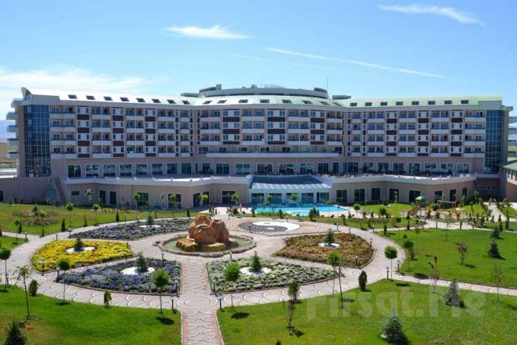 Safran Thermal Resort Sandıklı'da Yarım Pansiyon Konaklama, Termal Havuz ve SPA Kullanımı!
