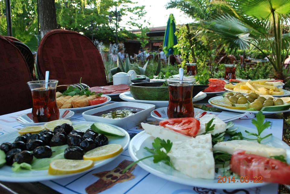 Yemyeşil Bahçede Bakırköy Şehristan Cafe Restaurant'ta Sınırsız Çay Eşliğinde Sahur Menüsü