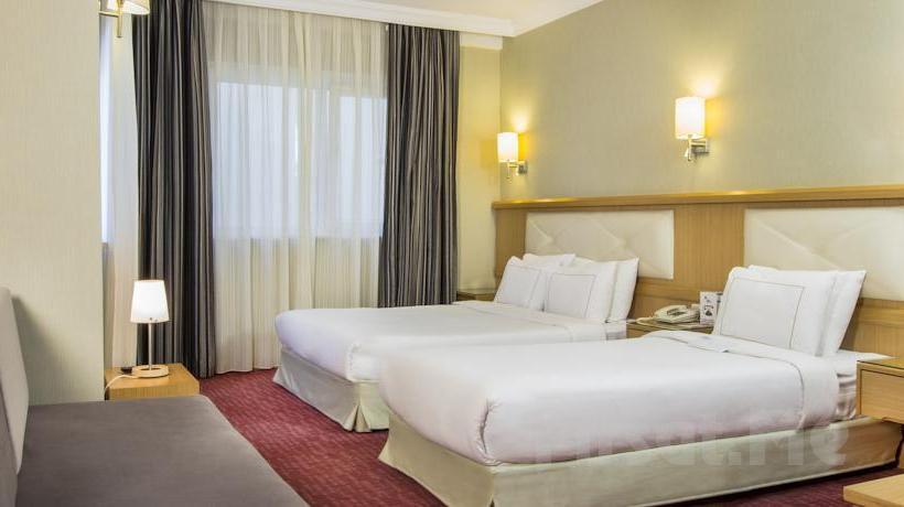 Sirkeci Erboy Hotel'de 2 Kişi 1 Gece Konaklama ve Kahvaltı Keyfi!