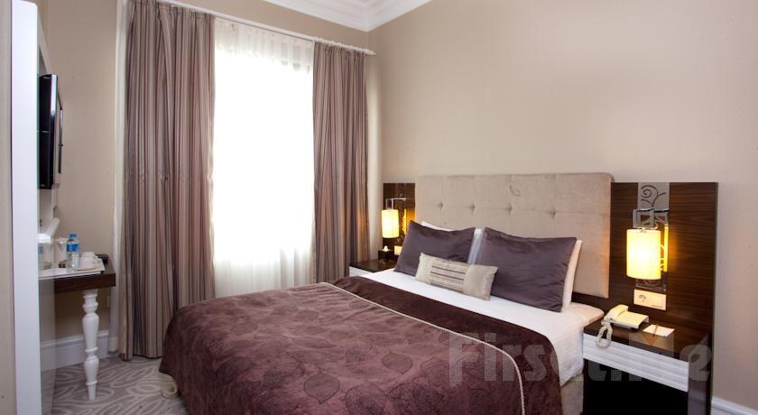 Taksim City Center Hotel'in Şık ve Modern Odalarında 2 Kişilik Konaklama ve Kahvaltı Keyfi