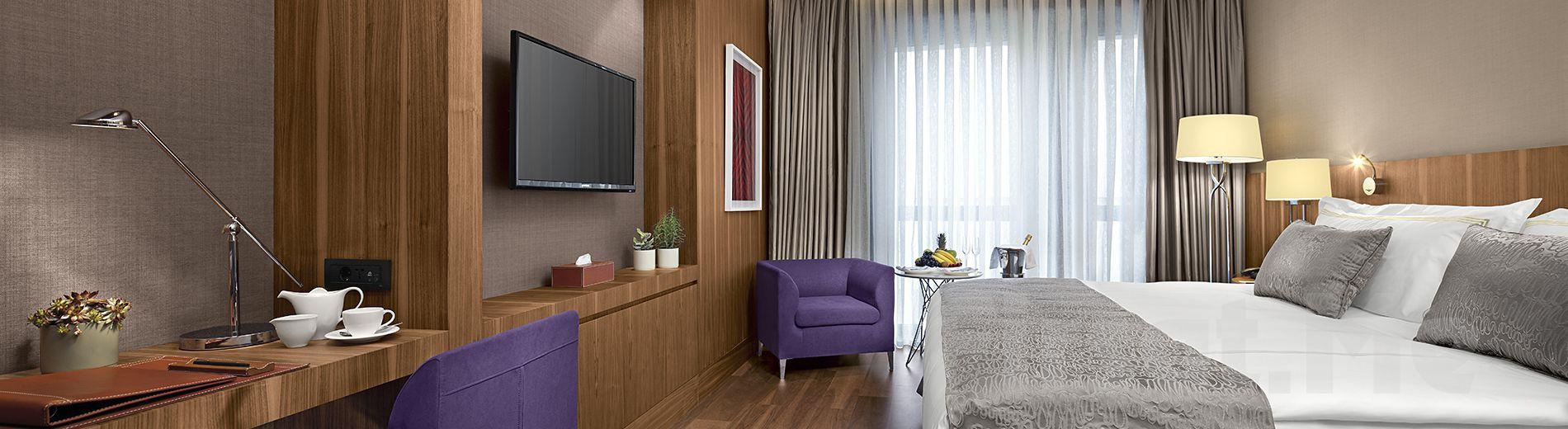 Güneşli Divan Suites İstanbul GPlus Otel'de 2 Kişi 1 Gece Konaklama + Kapalı Havuz + Sauna + Türk Hamamı Kullanımı, Kahvaltı Seçeneği ile!
