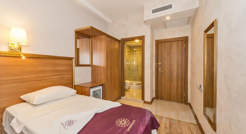 İstanbul İnterstellar Hotel Güngören'de 2 Kişi 1 Gece Konaklama Ve Kahvaltı Keyfi!