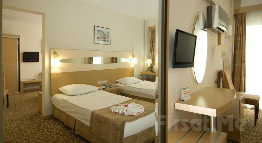 5* Pamukkale Lycus River Thermal Hotel'de 2 Kişilik Odalarda Kişi Başı 1 Gece Yarım Pansiyon Konaklama ve Termal Keyfi!