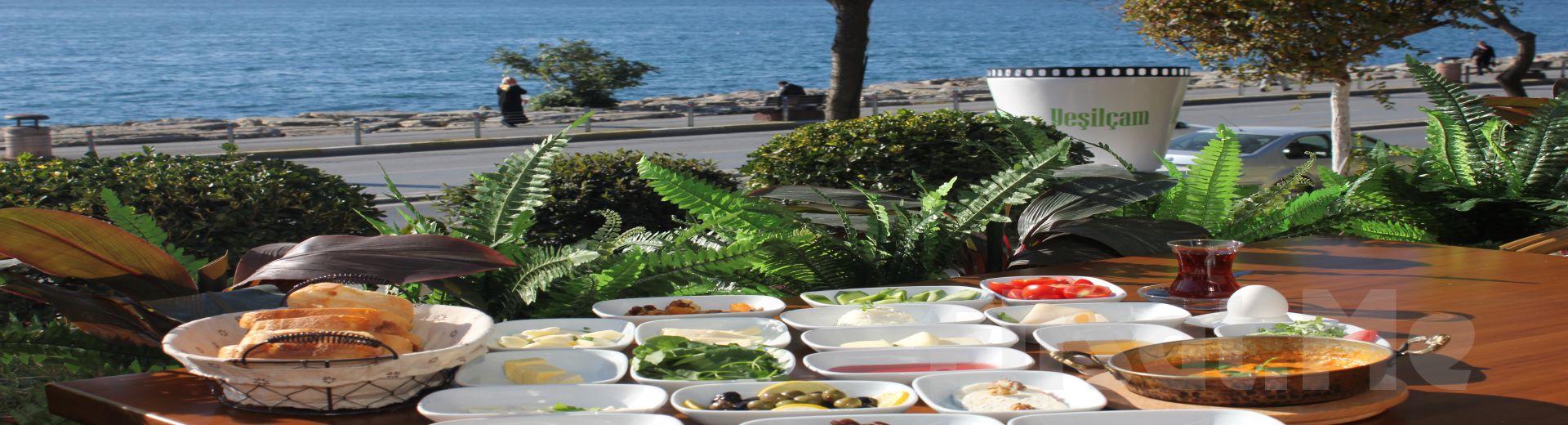 Salacak Yeşilçam Cafe'de Enfes Boğaz Manzarası Eşliğinde Serpme Kahvaltı Keyfi!