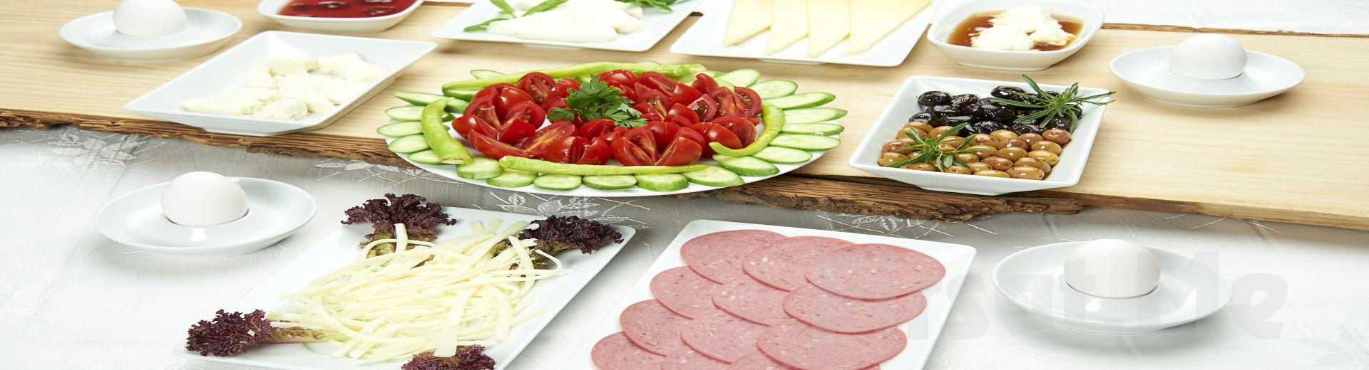 Küçük Çamlıca Beyler Cafe & Restaurant'da Sınırsız Çay Eşliğinde Serpme Kahvaltı Keyfi!