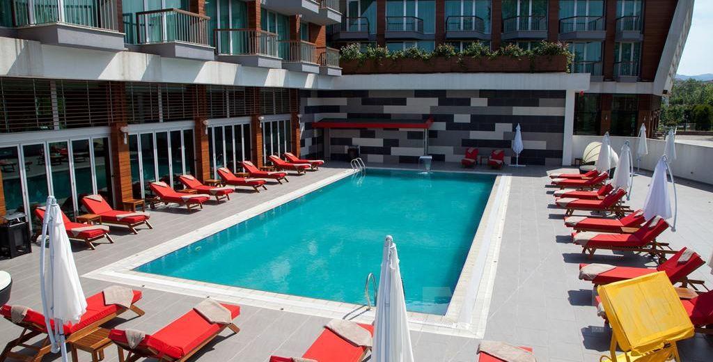 Yalova Lova Hotel & Spa'da; Havuz Keyfi ve Açık Büfe Kahvaltı Seçenekleri!