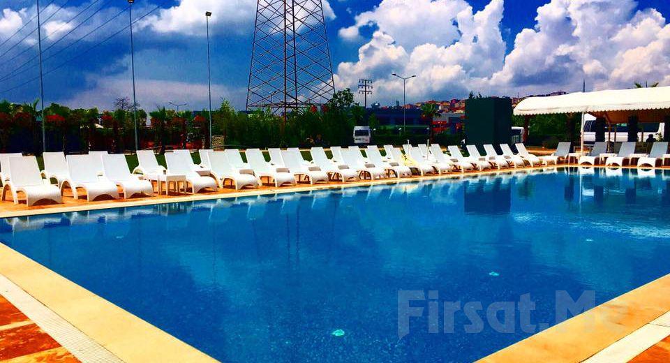 Bahçelievler Yenibosna Kadak Garden Hotel'de Yarı Olimpik Havuz Girişi!