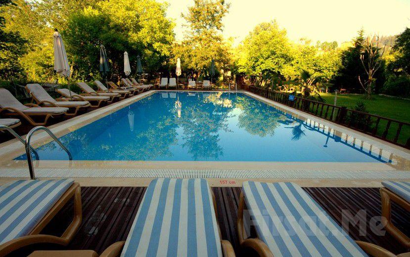 Ağva Shelale Hotel'de Gün Boyu Havuz Kullanımı + 1 Meşrubat İkramı