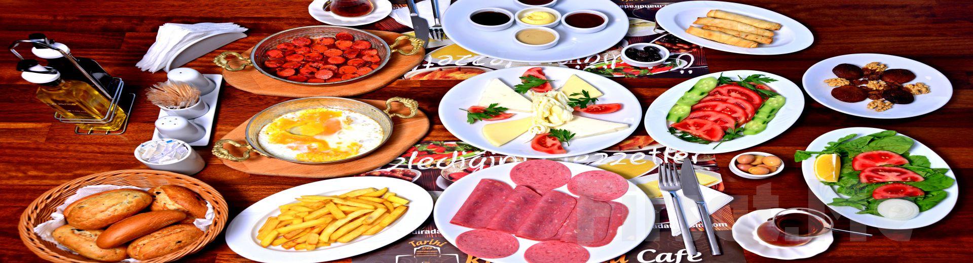 Sarıyer Kireçburnu Cafe'de Sınırsız Çay Eşliğinde Leziz Serpme Kahvaltı Keyfi!