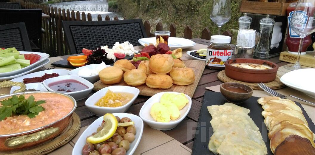 The Garden Sapanca'da Şelale Kenarında Sınırsız Çay Eşliğinde Serpme Kahvaltı Keyfi!