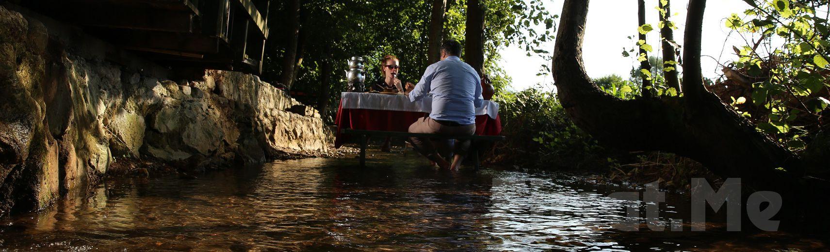 Saklı Cennet Maşukiye Irmak Alabalık'da Odun Fırınında Kiremitte Alabalık veya Köfte Menüleri