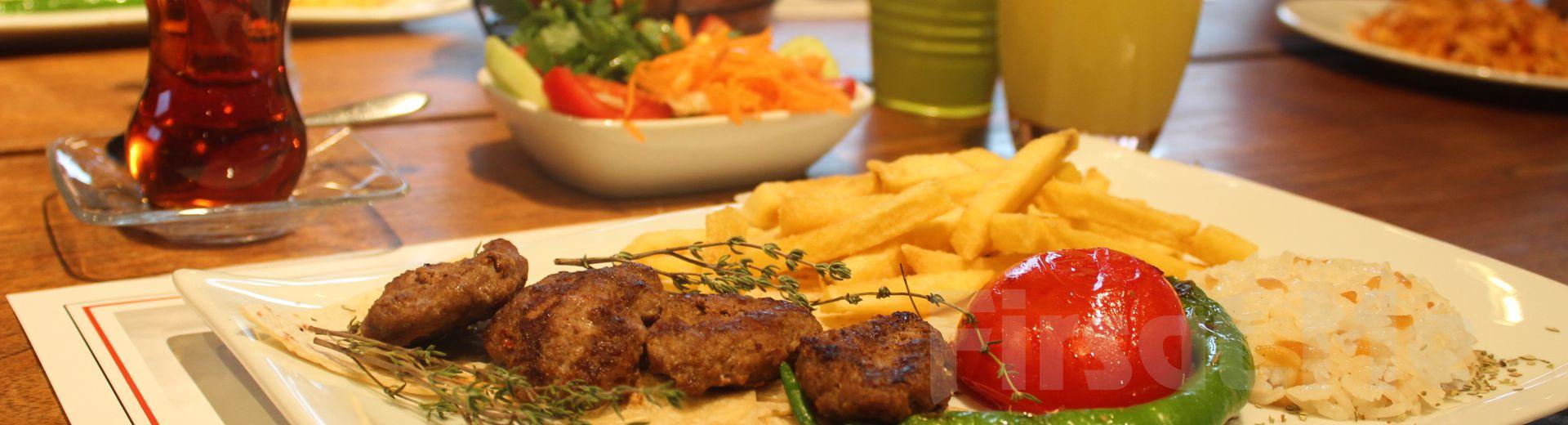 Boğaz Manzaralı Üsküdar Askadar Restaurant'ta Enfes Yemek Menüleri Fırsatı!