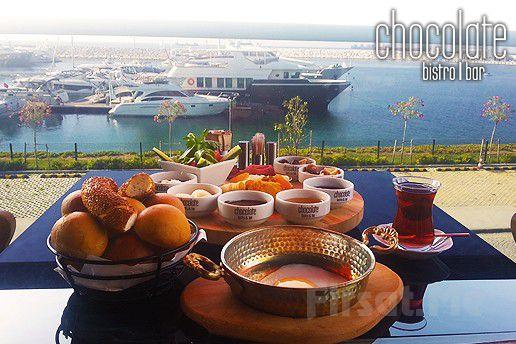 Chocolate Bistro & Bar West Marina'da Deniz Manzarası Eşliğinde Kütükte Kahvaltı Keyfi
