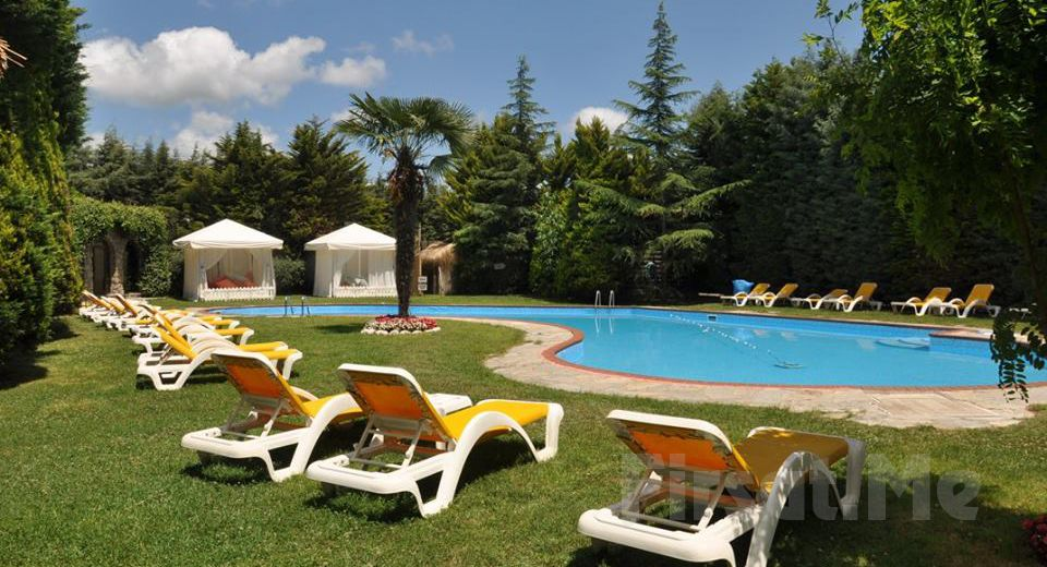 Village Park Resort & Spa Beykoz'da Kahvaltı ve Tüm Gün Havuz Keyfi