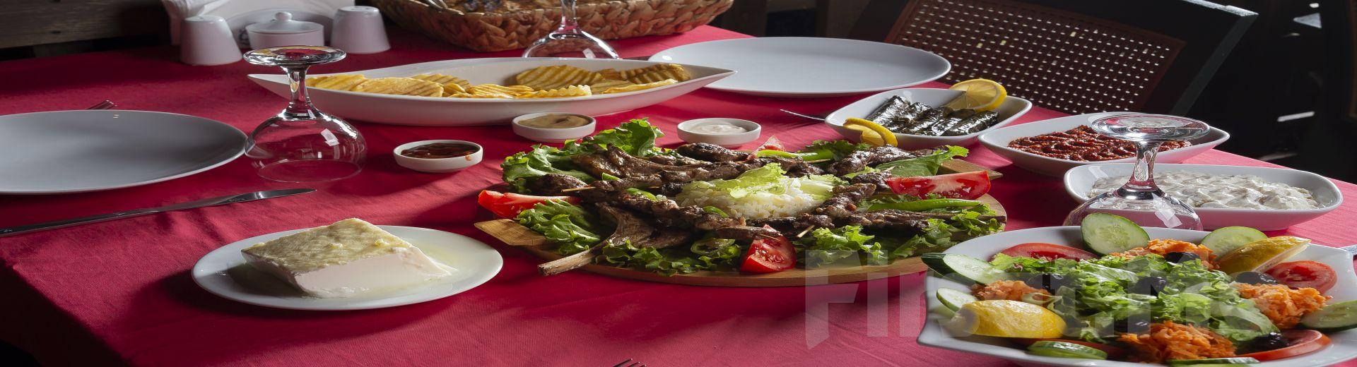 Riva Huzur Bahçesi'nde Nehir Manzarası Eşliğinde Mangal Menü