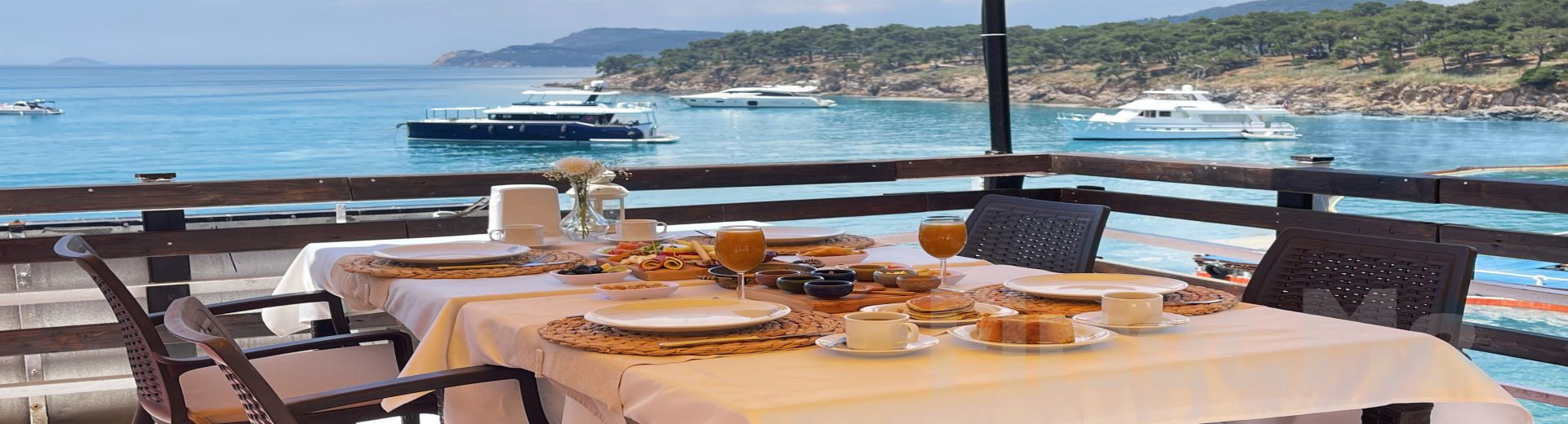 Büyükada Yörükali Teras Restaurant'ta Eşsiz Manzara Eşliğinde Serpme Kahvaltı Keyfi