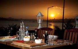 Salacak Cafe 5. Cadde'de Deniz Kenarında Kız Kulesi Manzaralı Romantik Bir Akşam Yemeği!