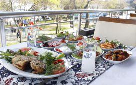 Boğaza Nazır Aybalık Restaurant Kuruçeşme'de 2 Kadeh İçecek Dahil Leziz Balık Menüsü!