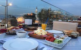 Boğaz Manzaralı Üsküdar Askadar Restaurant'ta Sınırsız Çay Eşliğinde Serpme Kahvaltı Keyfi!