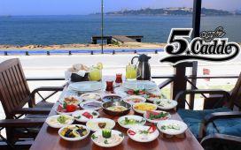 Kız Kulesi Manzarası'nda Salacak Cafe 5. Cadde'de Enfes Kahvaltı Keyfi