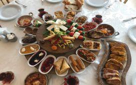 Ankara Altındağ Hisar Kasrı'nda Doğa İçerisinde Serpme Kahvaltı Keyfi