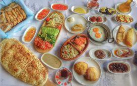 Şirin Belde Şirince'de Artemis Restaurant ve Şarapevi'nde Serpme Köy Kahvaltısı