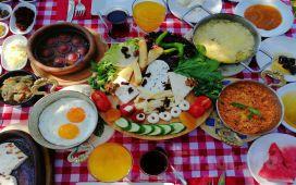 Maşukiye Kartepe Köşkü Cafe & Restoran'da Zengin Çeşitten Oluşan Organik Köy Kahvaltısı
