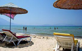 Kuşadası Rainbow Beach Club'da Günübirlik Kahvaltı Dahil Havuz ve Plaj Girişi