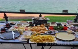 Mudanya The Blue Cafe'de Deniz Manzarası Eşliğinde Serpme Kahvaltı Keyfi