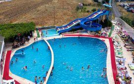 Kumburgaz The Penguen Hotel'de Günübirlik Açık Havuz Kullanımı ve 1 Alkolsüz İçecek İkramı
